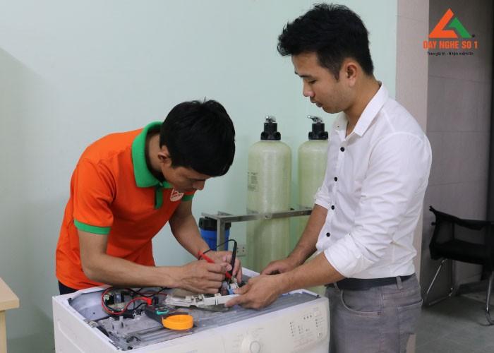 Khóa học nghề điện lạnh tại Hà Nội