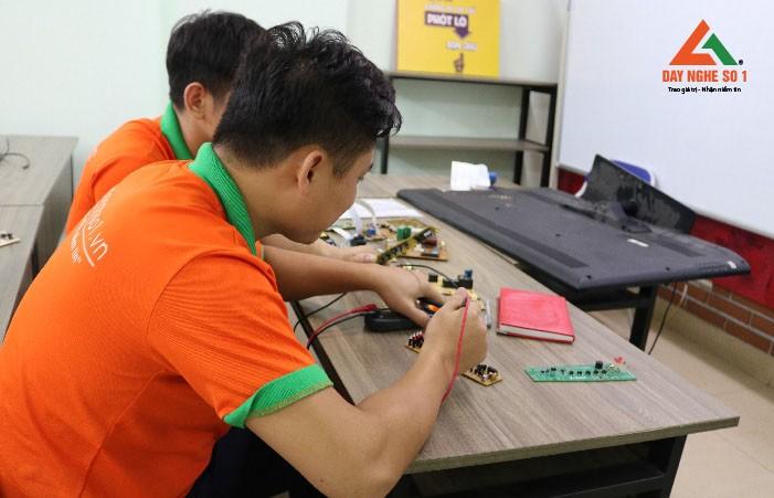 Đào tạo sửa board mạch tại dạy nghề số 1
