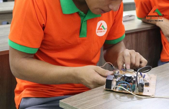 Đào tạo sửa board mạch tại Hà Nội