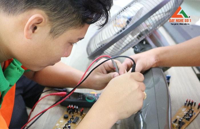 Dạy nghề sửa chữa quạt điện